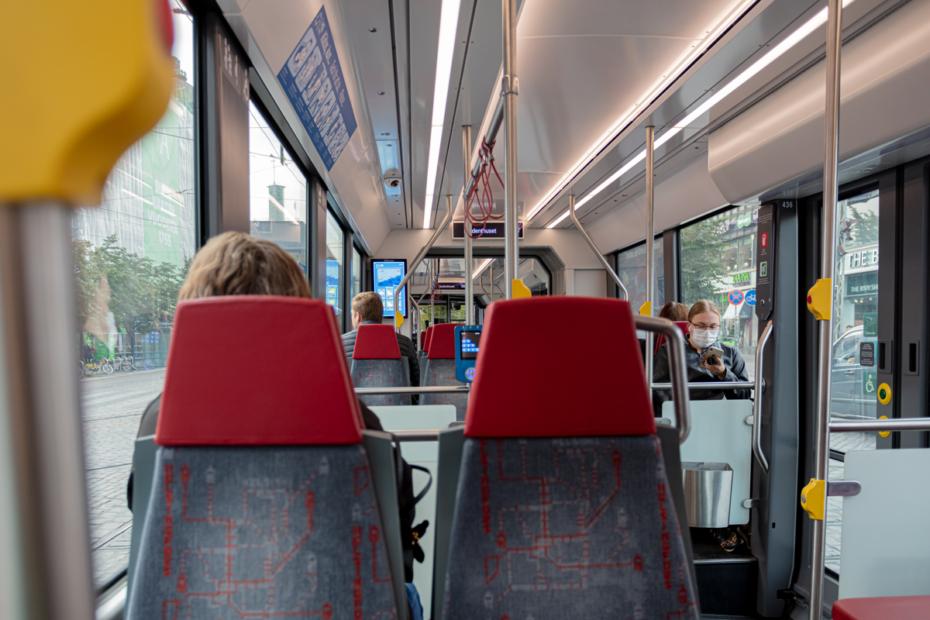 Bussimatkustajia | Ulkomainosyhtiö Laulava Ovipumppu